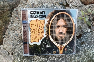 "Conny Blooms nya album ""Game! Set! Bloom!"" (Foto: Pär Dahlerus)"